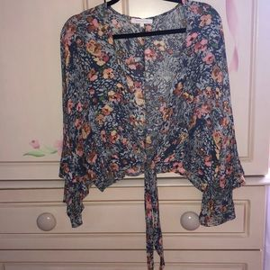 Tops - NEVER WORN FLORAL TOP